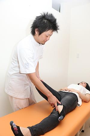 骨盤の位置の悪さで股関節に負担がかかってしまっている